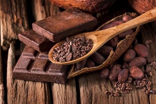 Äta mörk choklad