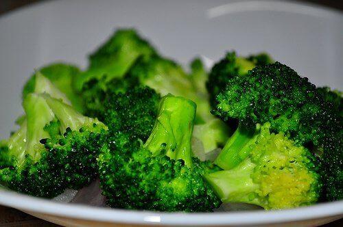 Broccolibollar med ost passar bra med olika sidorätter