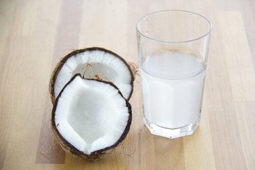 Det finns många hälsofördelar med kokosvatten
