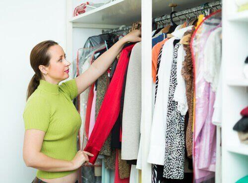 10 smarta tips för att organisera garderoben