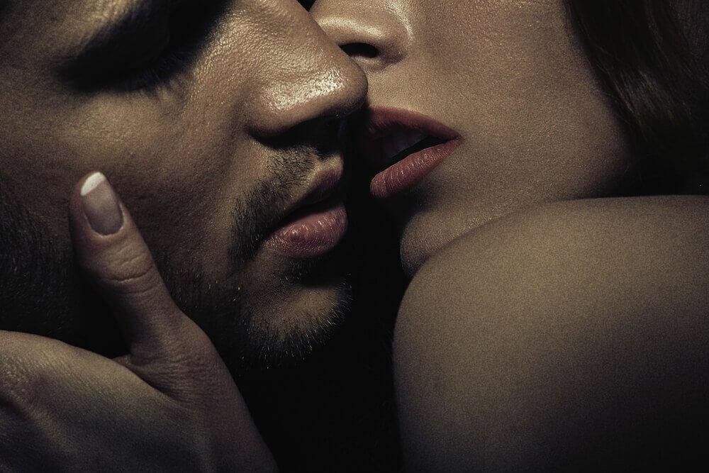 Par som kysser.