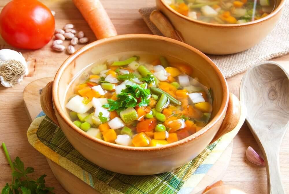 Soppa med grönsaker.