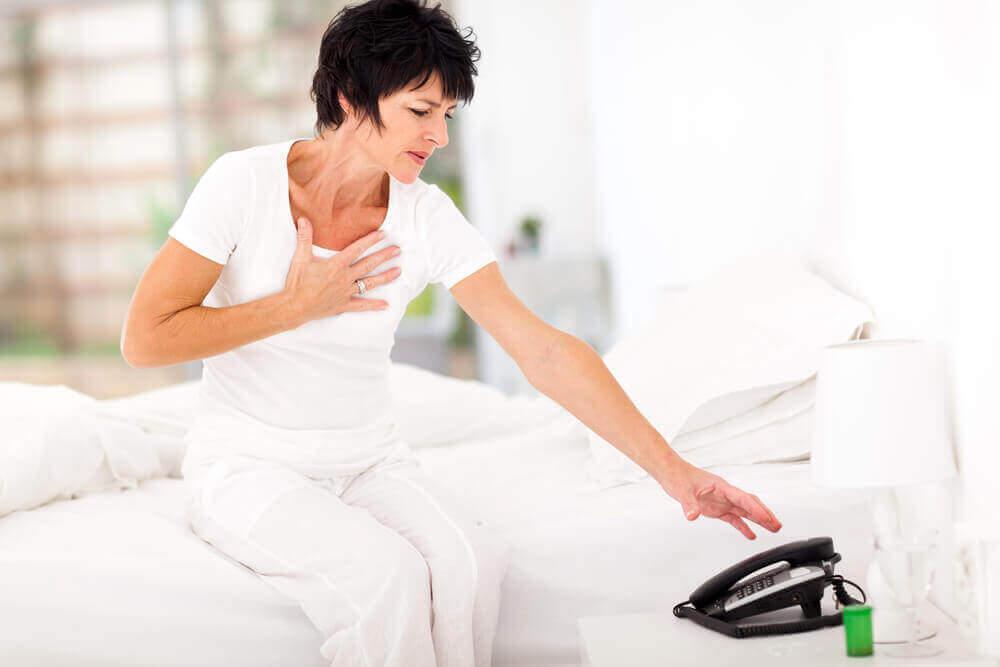 Lär dig att känna igen vanliga tecken på hjärtinfarkt