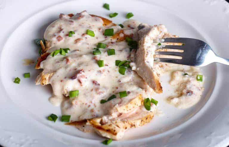 Utsökt recept på kycklingbröst med ostsås