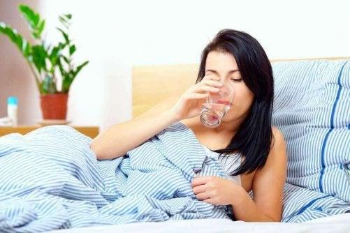 Drick vätska på fastande mage för att bli mer alert