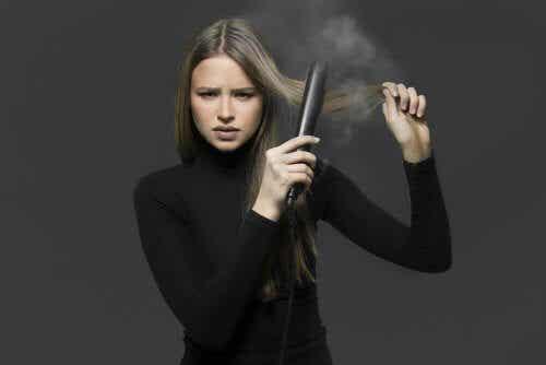 Fyra sätt att platta håret utan plattång