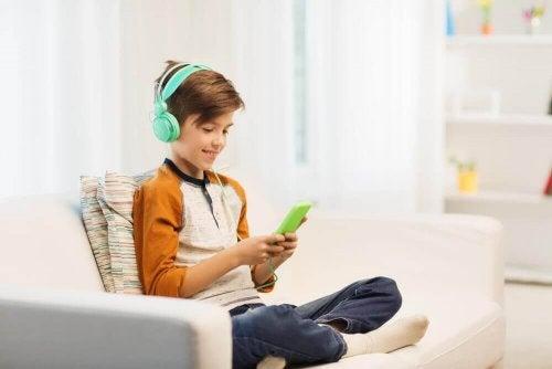 """""""Den digitala barnvakten"""" är en opersonlig föräldraskapsmetod."""