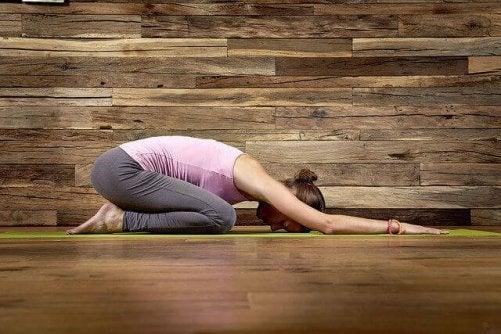 Prova utföra dessa yogapositioner för lycka