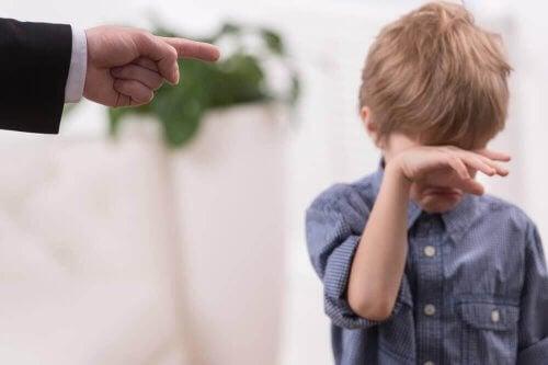 Ett barn som blir straffat