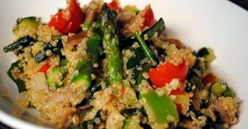 Grekisk sallad med quinoa.