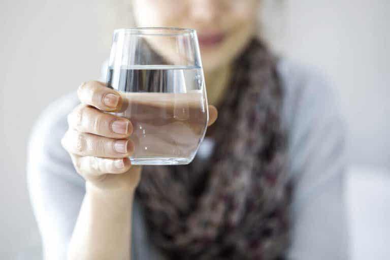 Dricka vatten för att gå ner i vikt - fungerar det?