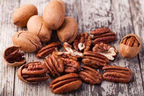 Nötter är ett gott kosttips mot osteoporos