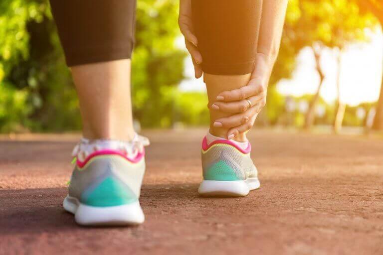 5 naturliga sätt att lindra svullna ben