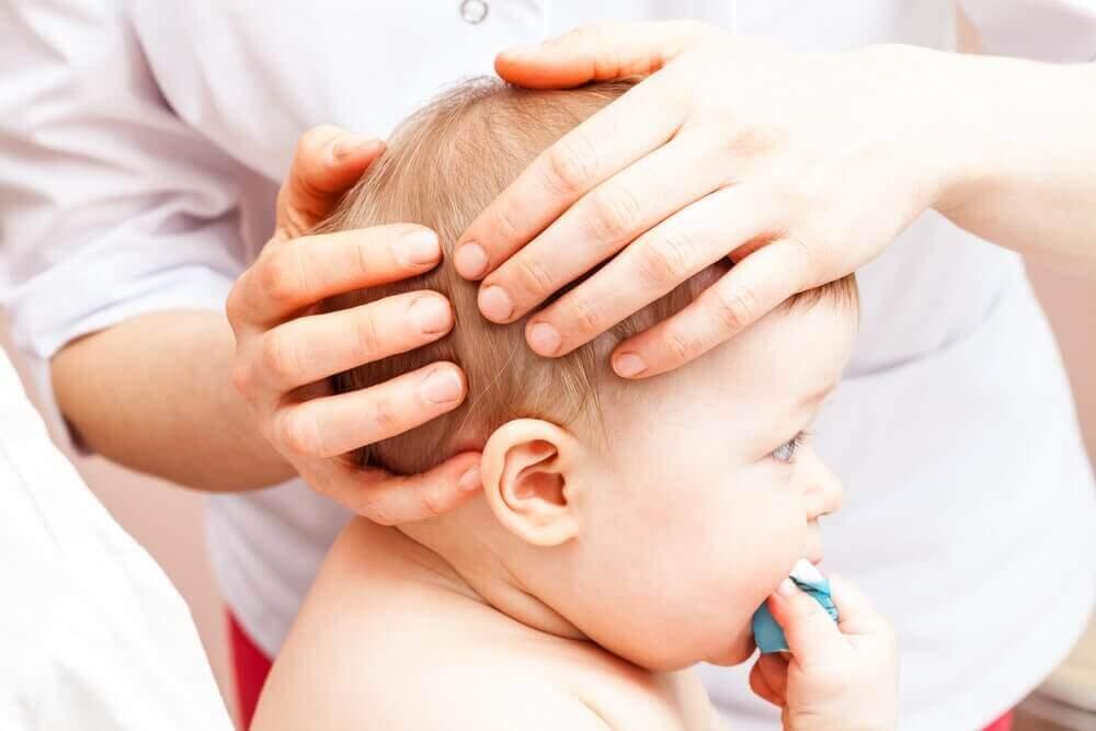 Vad ska jag göra om mitt barn har slagit huvudet?
