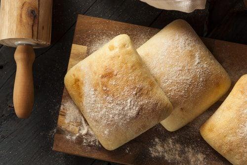 Vitt bröd är ett livsmedel man bör undvika