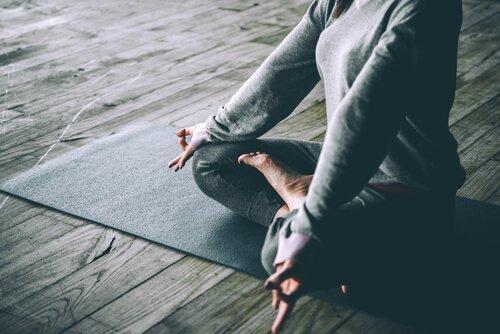 Träna yoga för att ta hand om ditt sinne
