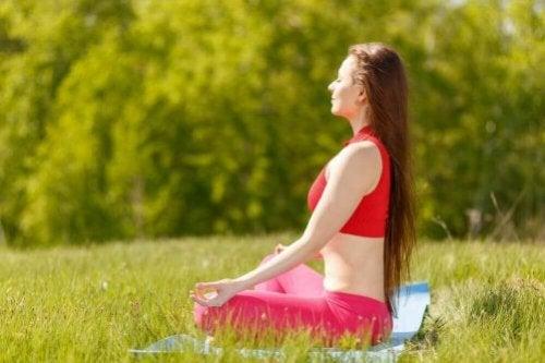 7 yogapositioner för lycka, lugn och hälsa