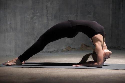 Yogapositioner som återställer energin