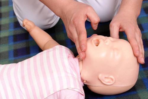 Det finns tekniker för hur man gör för att återuppliva en baby