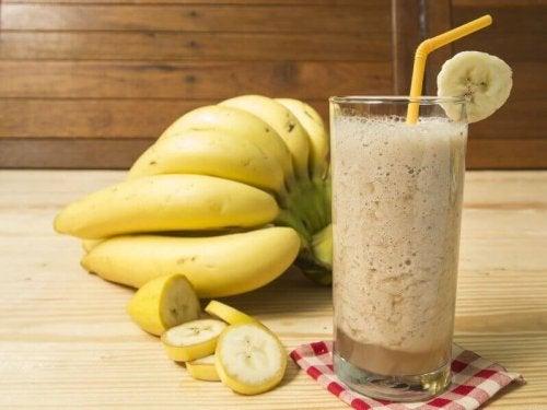 Bananer och smoothie.