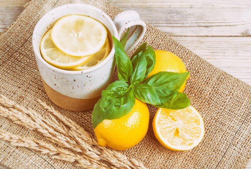 Citronte för huvudvärk.