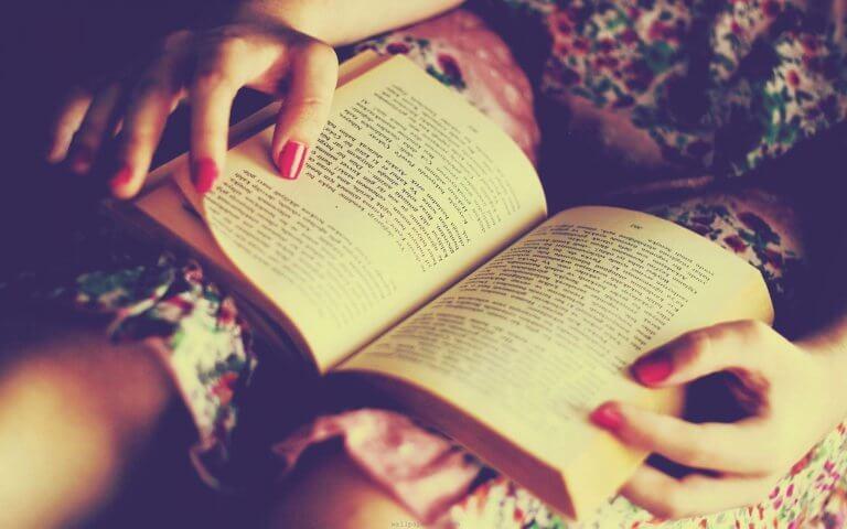 Fördelar med att läsa på kvällen.