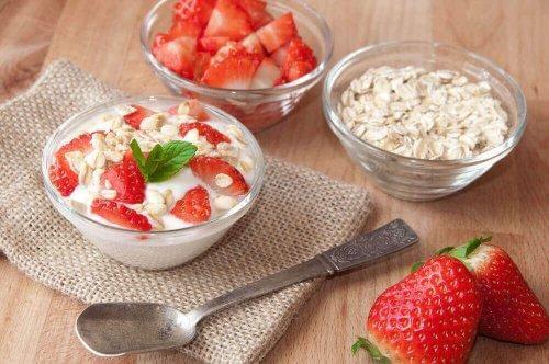 Ät havregryn och yoghurt till frukost