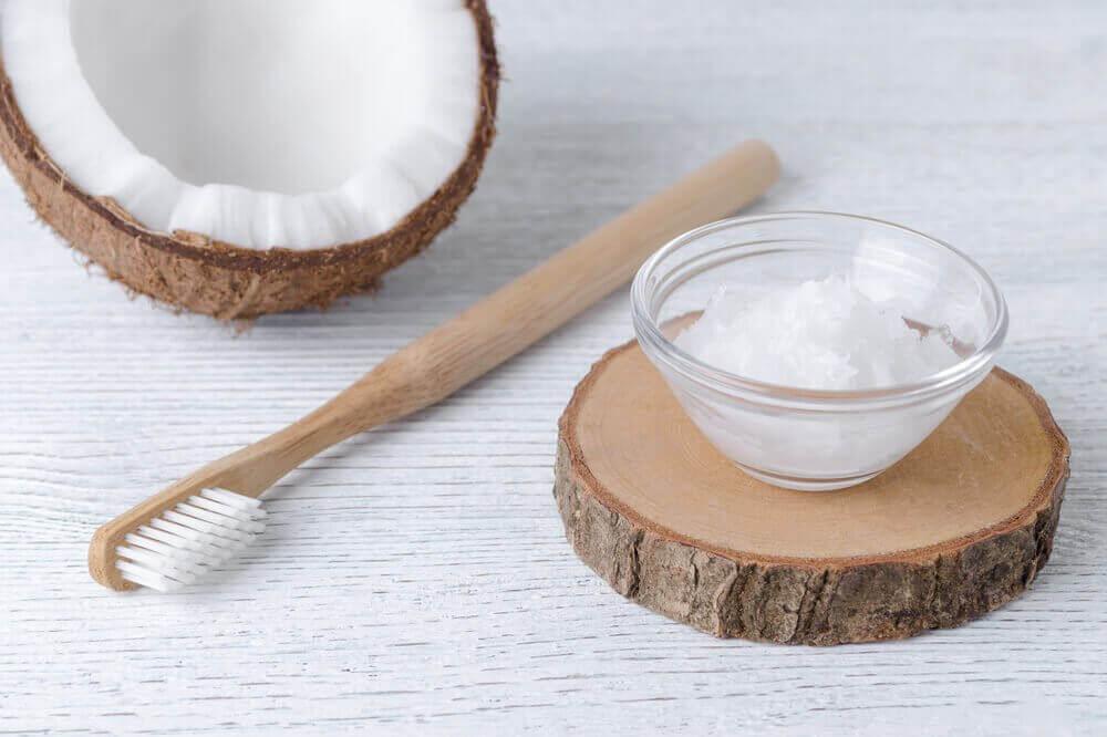 Kokosnötsolja för att förbättra munhälsan