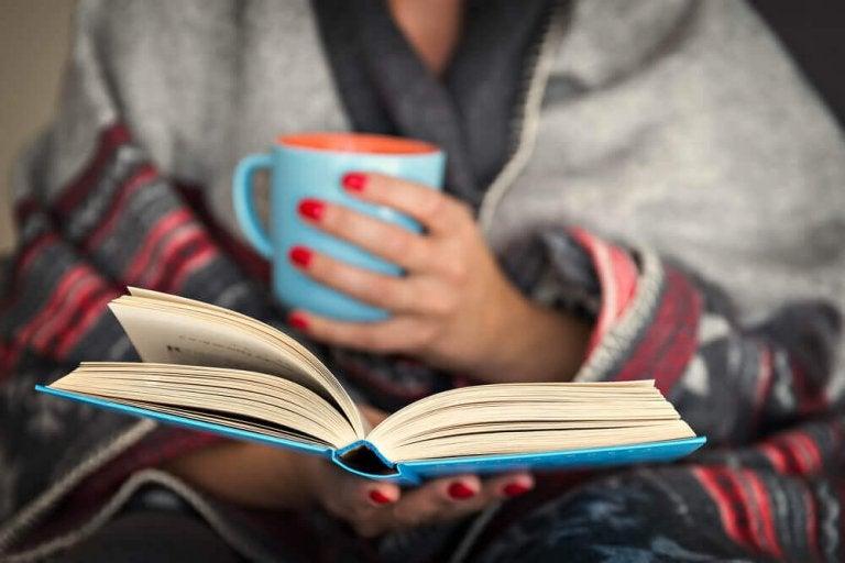 Fördelarna för din hjärna med att läsa på kvällen