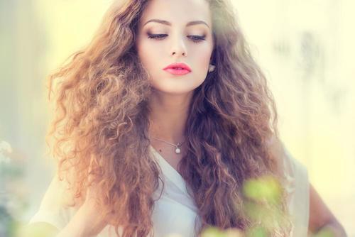Motverka frissigt hår med dessa 5 hårmasker