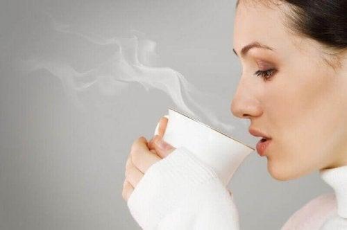 Man kan inte bota cancer bara genom att dricka te