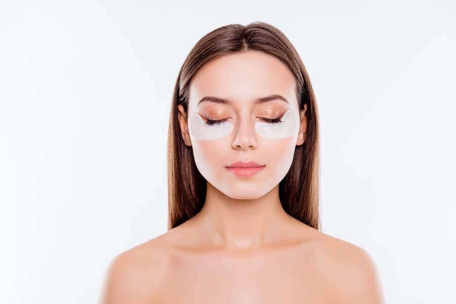 5 makeup-knep för att dölja påsar under ögonen
