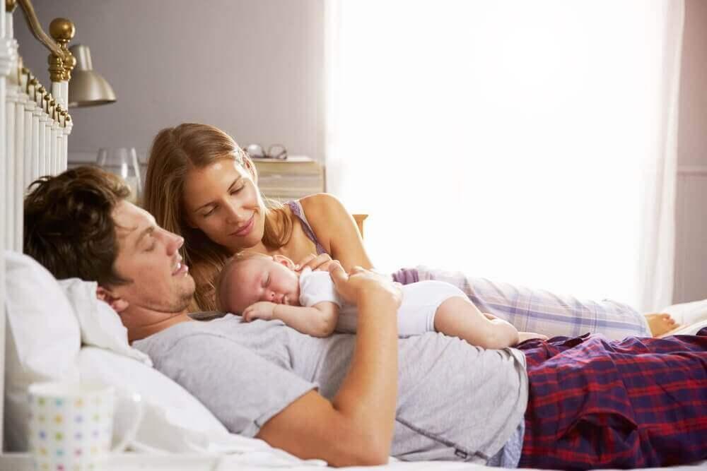 Nyblivna föräldrar med första barnet