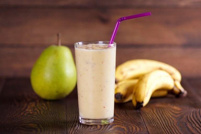 Smoothie med banan och päron.