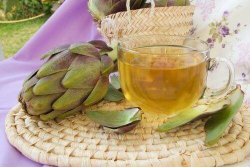 Ett te på kronärtskocka och fräken kan avlägsna celluliter