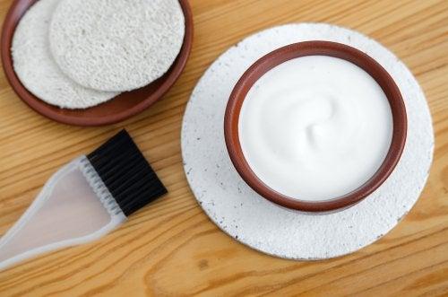 Använd hårmasker för att motverka frissigt hår