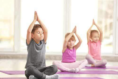 Tre fantastiska fördelar med yoga för barn