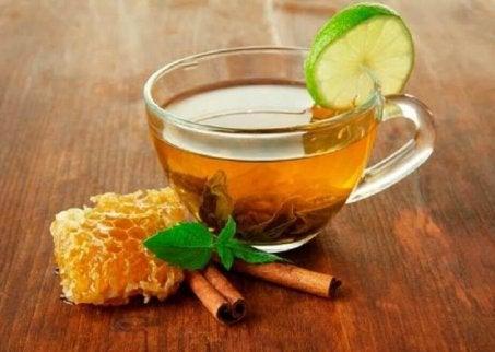 Honung med kanel och lime.
