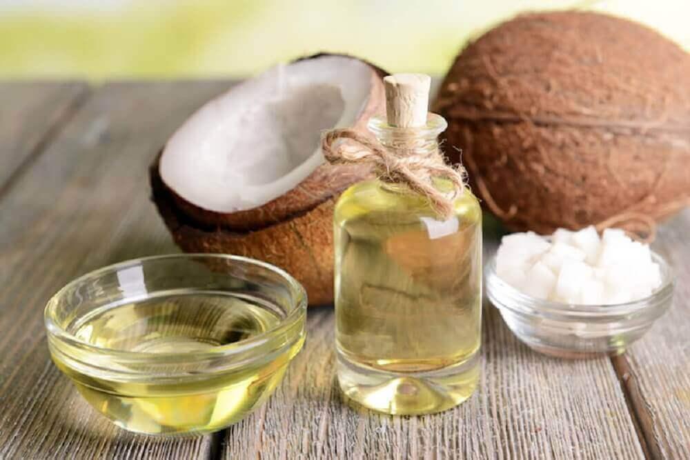 Kokosolja och kokosnötter.