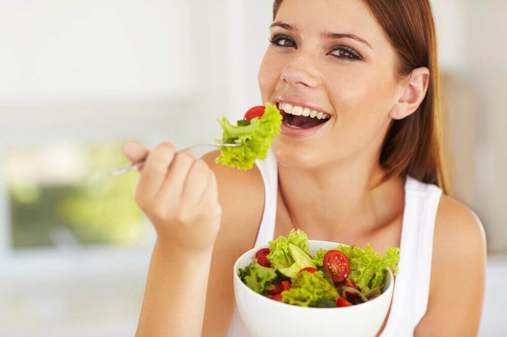 Äter sallad