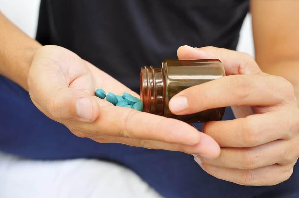 Piller i handen.
