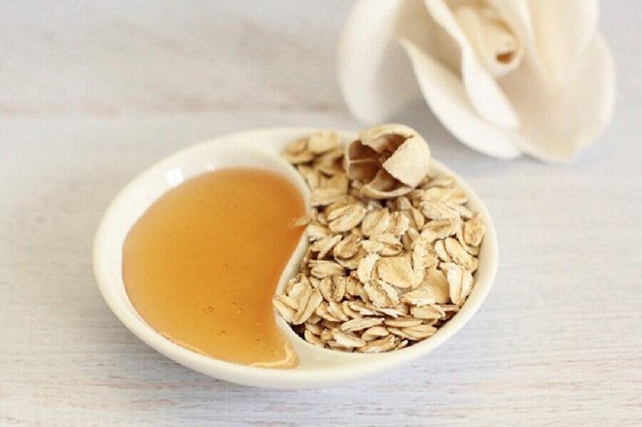 Naturlig sminkborttagare med honung och havregryn