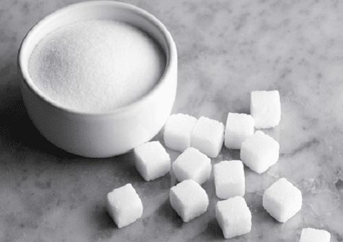 Sockerbitar och strösocker.