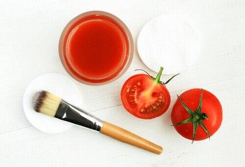 Tomater och pensel.