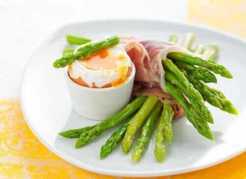 8 fantastiska hälsofördelar med sparris