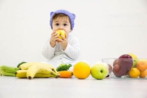 Lär dig vilka frukter som är säkra för bebisar
