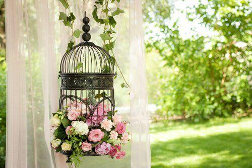 Fyll en bur med blommor