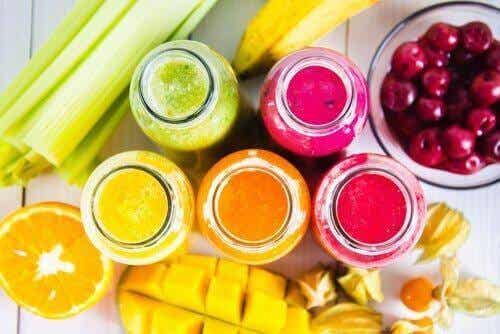 Nyttiga, färgrika smoothies för varje dag i veckan
