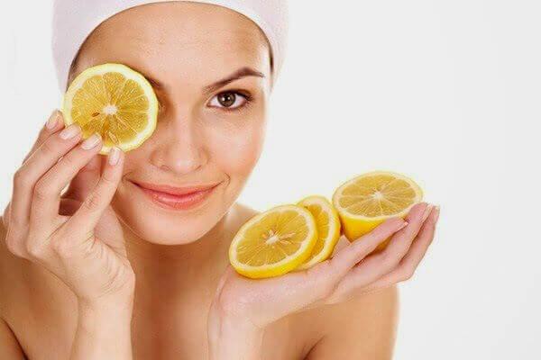 Förhindra torr och sprucken hud med apelsin.