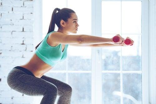 Squats är en bra övning för att tona benmusklerna